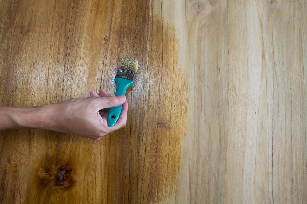 Dlaczego warto malować drewno
