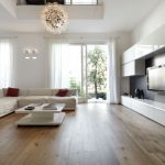 Praktyczna i wielofunkcyjna ława w salonie