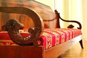 drewniana sofa